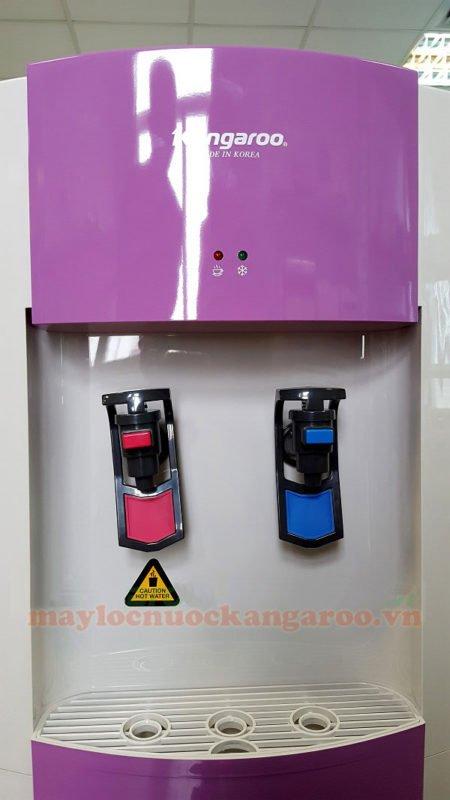 Sử dụng 2 vòi nước Nóng - Lạnh riêng biệt. Vòi nóng có khoá an toàn, tránh cho trẻ em nghịch ngợm