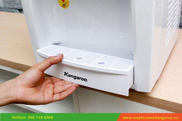 Khay hứng nước thừa có thể tháo ra vệ sinh dễ dàng