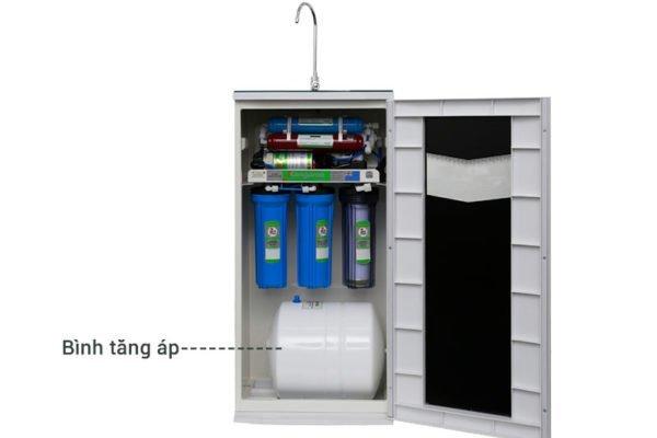 Vị trí bình áp chứa khoảng 10 lít nước dự trữ