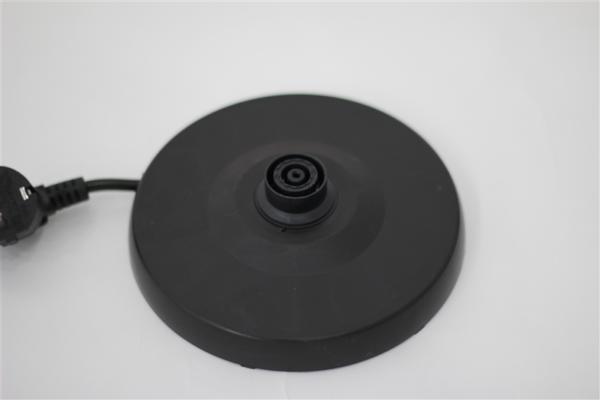 Đế có khả năng xoay 360o và thiết kế không dây cắm. Thân và đế tách rời giúp quá trình lau chùi, vệ sinh được tiện lợi hơn.