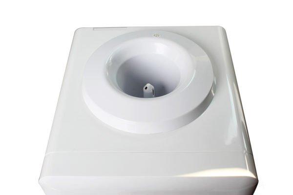 Cọc cắm nước thiết kế lớn, dễ dàng tháo lắp bình nước