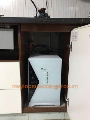 Máy lọc nước Kangaroo KG100HU+ đặt bên trong hộc tủ